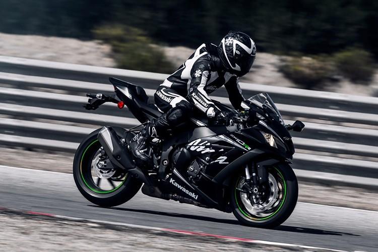 Sieu moto Kawasaki ZX-10RR 2018 gia 760 trieu dong