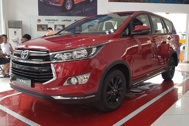 Can canh Toyota Innova Venture gia 855 trieu tai VN