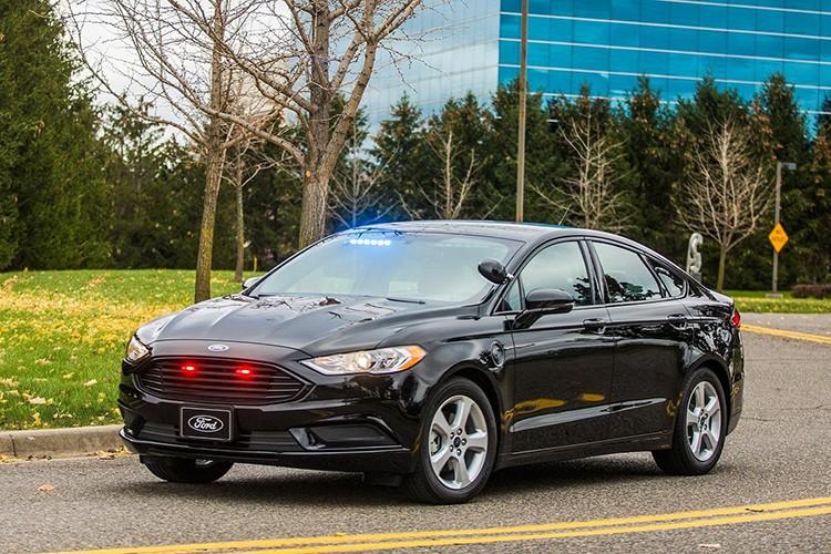 """Soi"" sedan Ford Plug-in Hybrid danh rieng cho canh sat-Hinh-2"