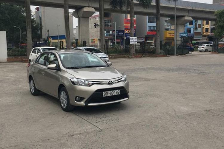 "Toyota Vios mang bien ""ngu quy 9"" tai Ha Noi"