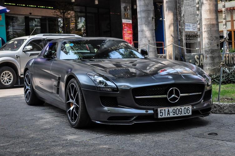 Mercedes SLS giá 14 tỷ nhà chồng Hà Tăng trên phố Sài Gòn