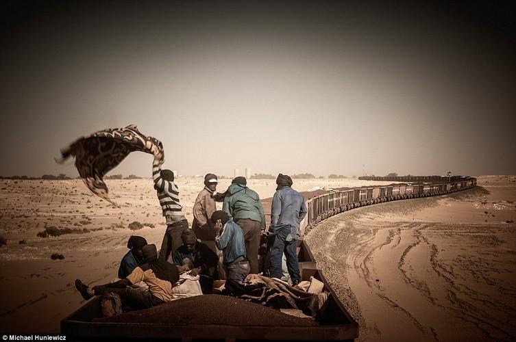 Vuot sa mac Sahara tren doan tau dai nhat the gioi-Hinh-3