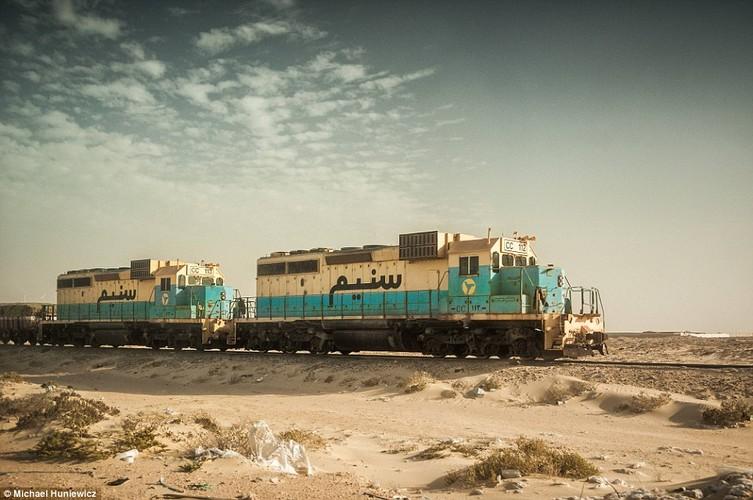 Vuot sa mac Sahara tren doan tau dai nhat the gioi-Hinh-8