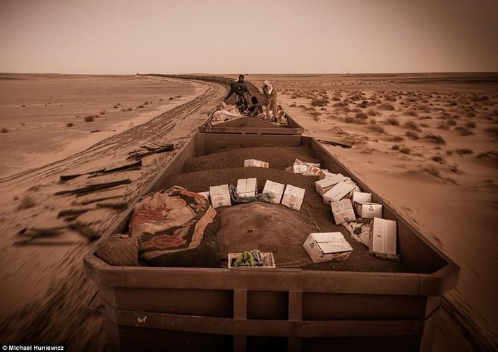 Vuot sa mac Sahara tren doan tau dai nhat the gioi-Hinh-9