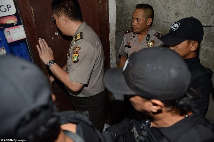 Ben trong nha mot nghi pham khung bo Indonesia-Hinh-2