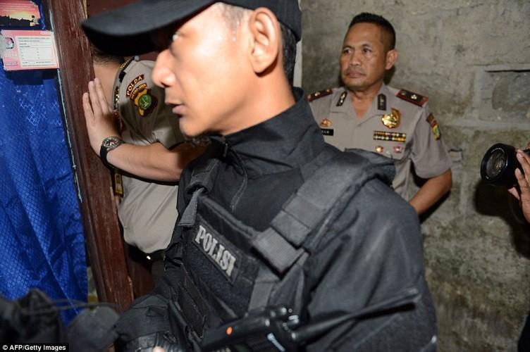 Ben trong nha mot nghi pham khung bo Indonesia