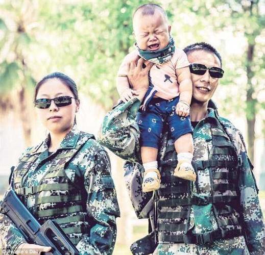 Xuc dong binh si lan dau gap con trai 9 thang tuoi-Hinh-4