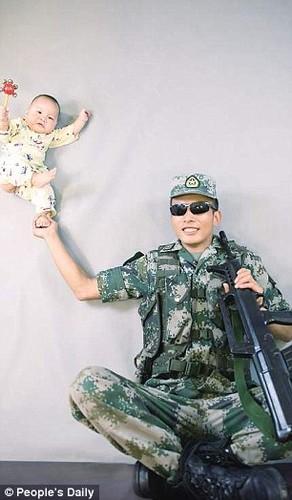 Xuc dong binh si lan dau gap con trai 9 thang tuoi-Hinh-5