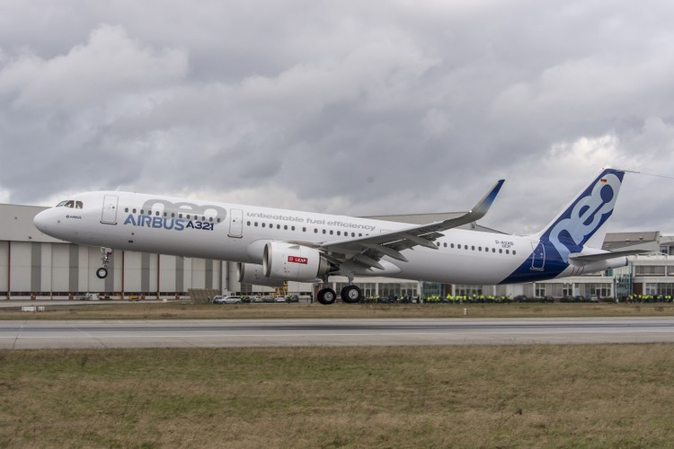 Can canh may bay Airbus A321neo Vietnam Airlines vua thue-Hinh-4