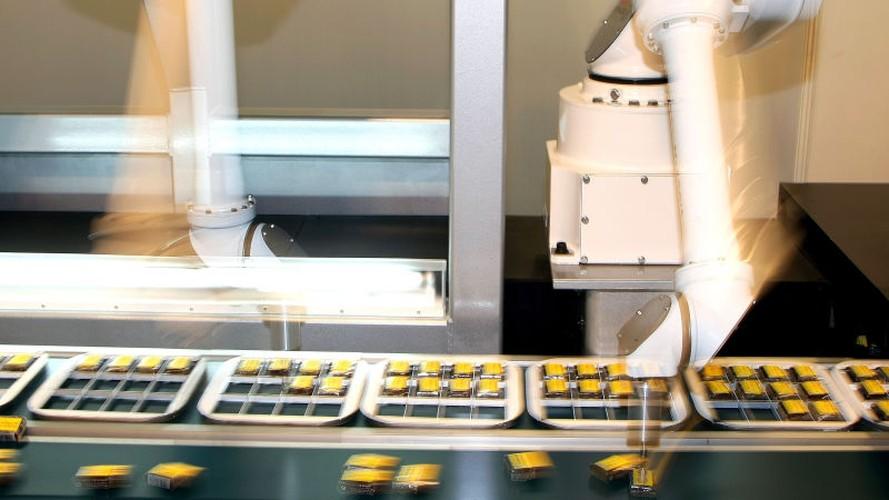 Tan muc qua trinh robot lam viec ben trong nha may-Hinh-7