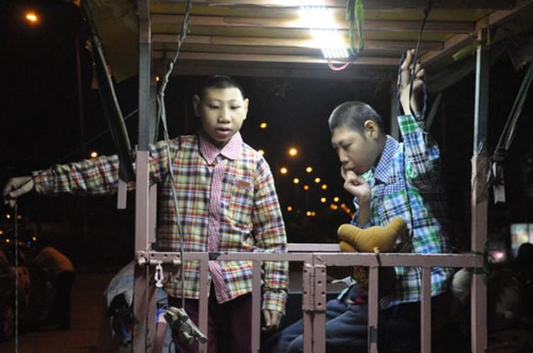 Cha cho 2 con trong long sat rong ruoi khap Sai Gon muu sinh-Hinh-6