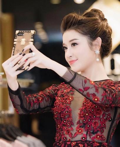 """A hau Huyen My than """"sat nghiep"""" vi sam nhan bac ty-Hinh-2"""