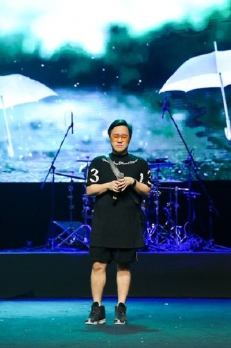 Son Tung M-TP che kin mit di tong duyet dem nhac mung 8/3-Hinh-6