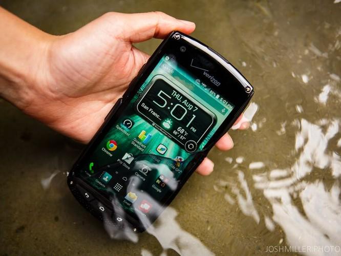 3 smartphone so huu kinh sapphire sieu ben-Hinh-5