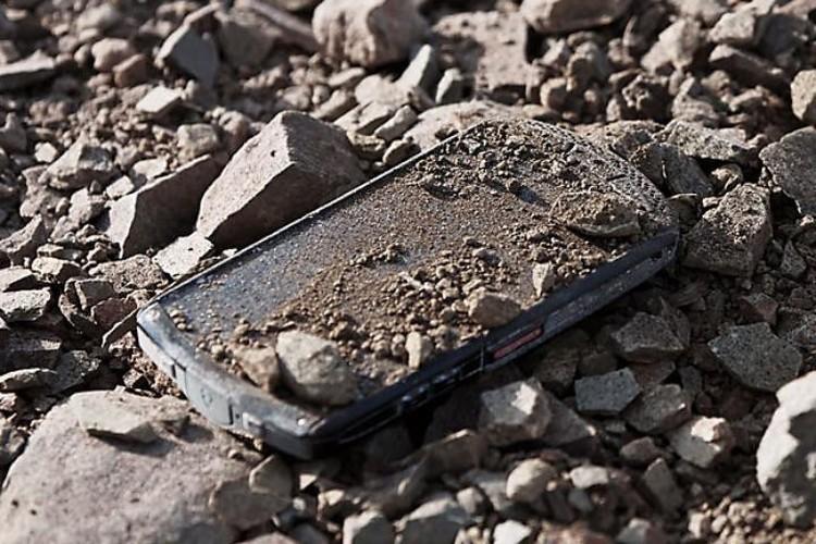 3 smartphone so huu kinh sapphire sieu ben-Hinh-8