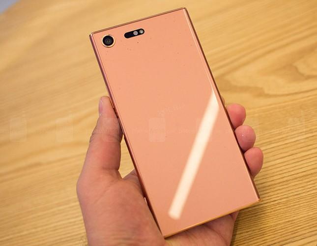 Chiem nguong Sony Xperia XZ Premium mau hong vang-Hinh-4