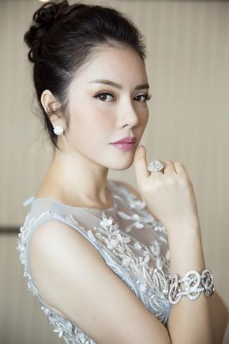 Boc gia trang suc kim cuong cua Ly Nha Ky tai Cannes 2017-Hinh-4