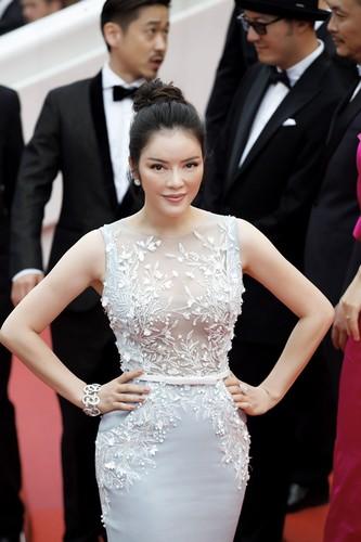 Boc gia trang suc kim cuong cua Ly Nha Ky tai Cannes 2017-Hinh-8