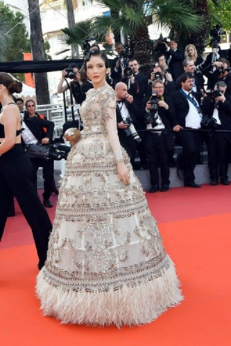Boc gia trang suc kim cuong cua Ly Nha Ky tai Cannes 2017