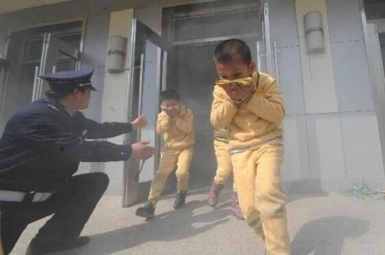 Ky nang thoat hiem can phai biet khi chung cu chay-Hinh-7