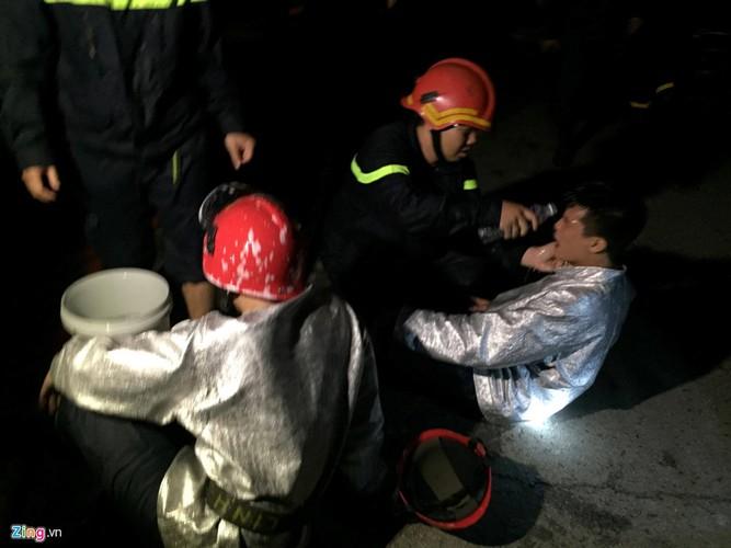 Anh: Chay no kinh hoang tai nha kho trong cang Sai Gon-Hinh-12