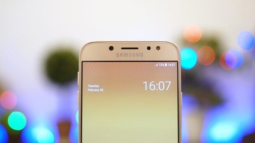 Ngang gia, Galaxy J7 Pro co gi khac so voi Galaxy A5 2016?-Hinh-5