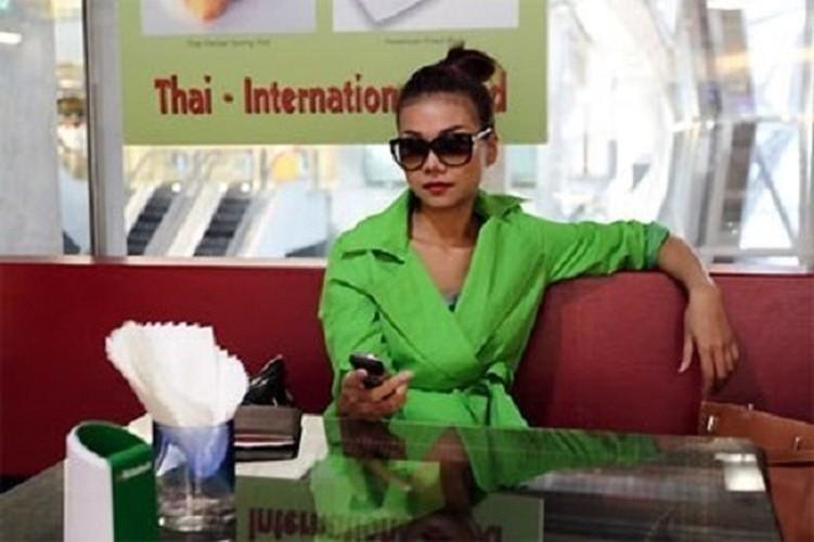 Choang vang dien thoai Vertu sieu dat cua dai gia Viet-Hinh-11