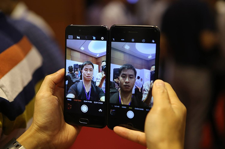 Anh: Bphone 2017 lep ve the nao khi dung canh iPhone 7 Plus?-Hinh-11