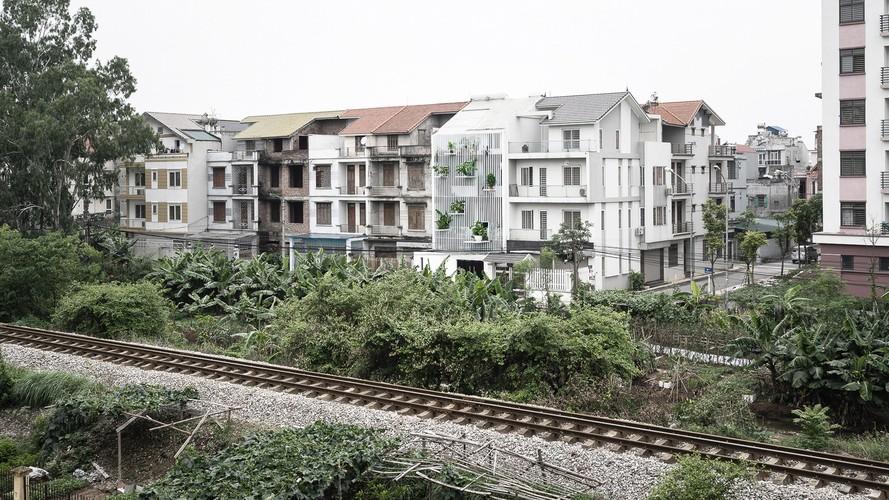 Nha Ha Noi sieu dep tren bao ngoai nho tuong rem doc dao-Hinh-4