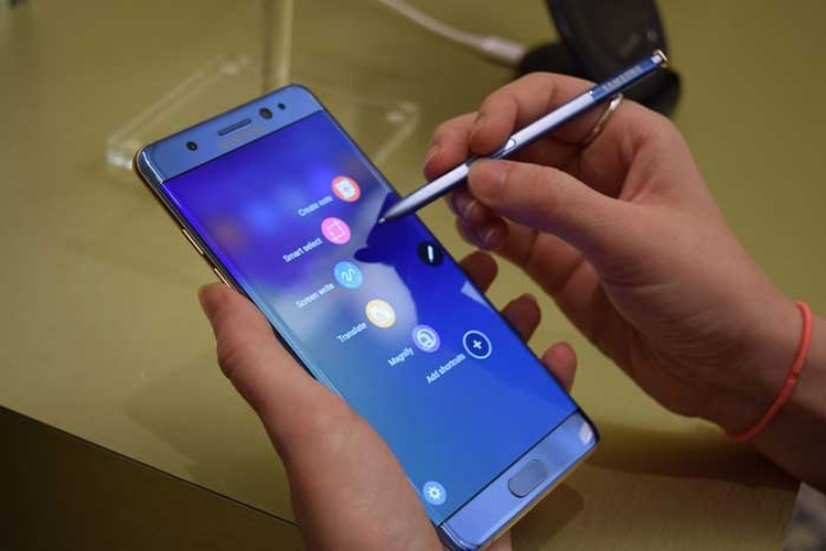 """Tat tan tat"" ve Samsung Galaxy Note 8 truoc gio G-Hinh-11"