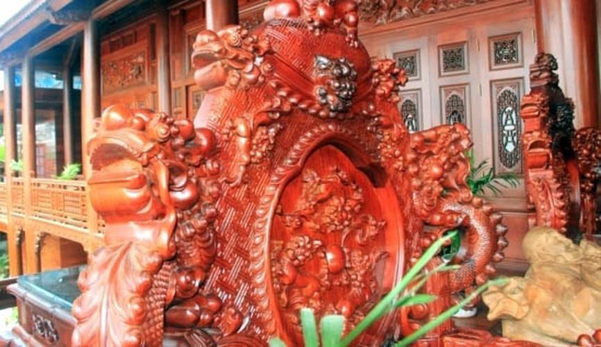 Choang vang nhung bo ban ghe nghin tuoi trong nha dai gia Viet-Hinh-10