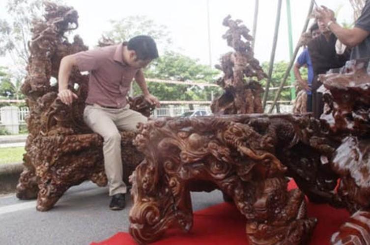 Choang vang nhung bo ban ghe nghin tuoi trong nha dai gia Viet-Hinh-3