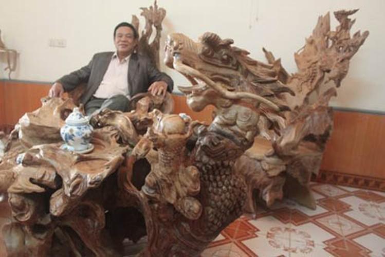 Choang vang nhung bo ban ghe nghin tuoi trong nha dai gia Viet