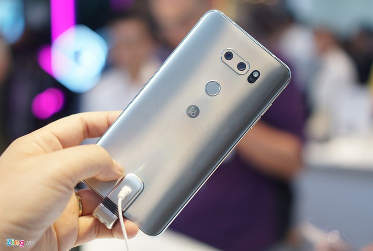 Anh thuc te LG V30: Dinh cao cua dien thoai Android-Hinh-2