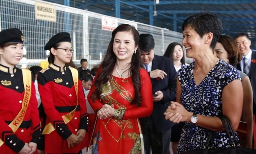 Chan dung nguoi vo kin tieng cua dai gia Dang Le Nguyen Vu-Hinh-9