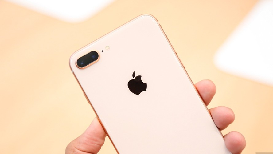 "Soi diem yeu khien iPhone 8/8 Plus vua ra mat da bi ""nem da""-Hinh-5"