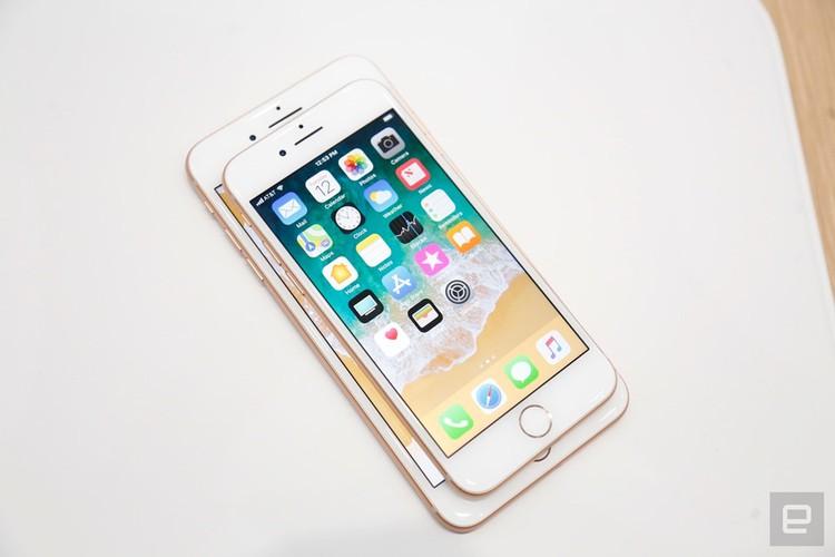 "Soi diem yeu khien iPhone 8/8 Plus vua ra mat da bi ""nem da""-Hinh-8"