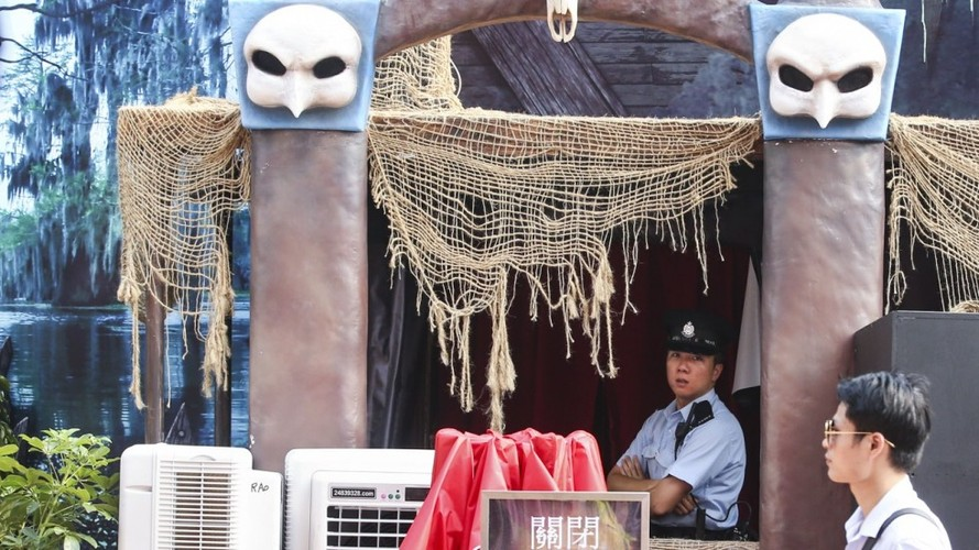 "Ben trong nha ""am phu"" o Hong Kong khien chang trai thiet mang-Hinh-2"