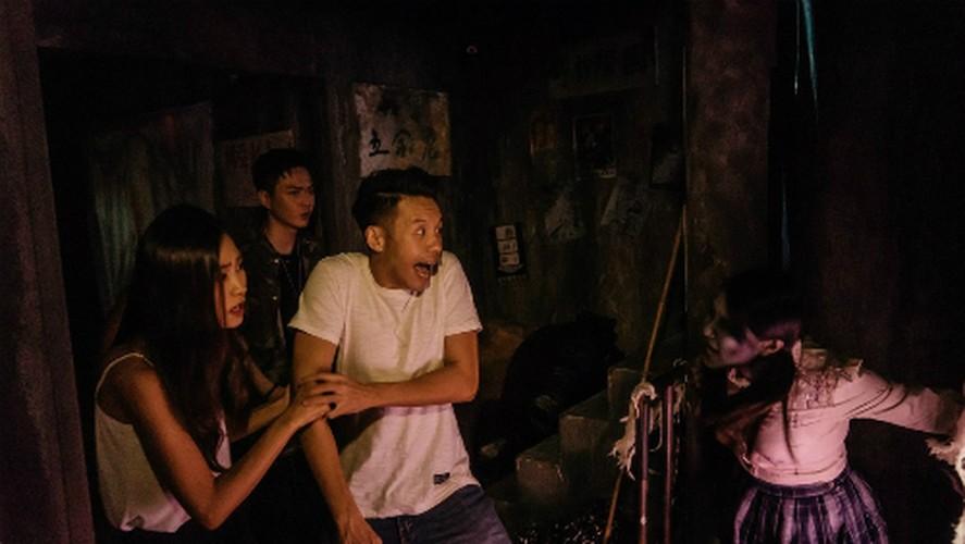 "Ben trong nha ""am phu"" o Hong Kong khien chang trai thiet mang-Hinh-3"