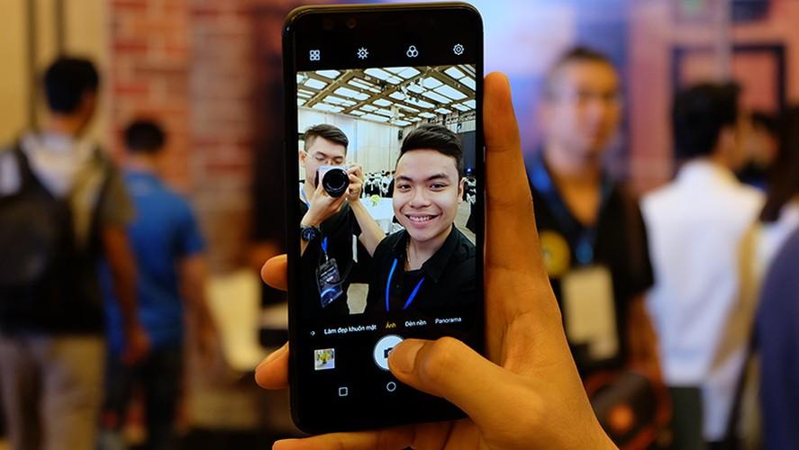 """Mo xe"" smartphone 4 camera dau tien o Viet Nam vua lo dien-Hinh-2"