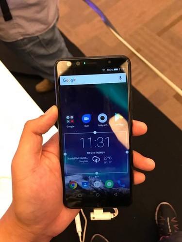 """Mo xe"" smartphone 4 camera dau tien o Viet Nam vua lo dien-Hinh-8"