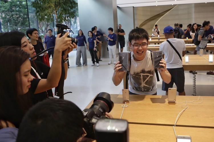 Anh nong: iPhone 8 dau tien den tay nguoi dung-Hinh-9