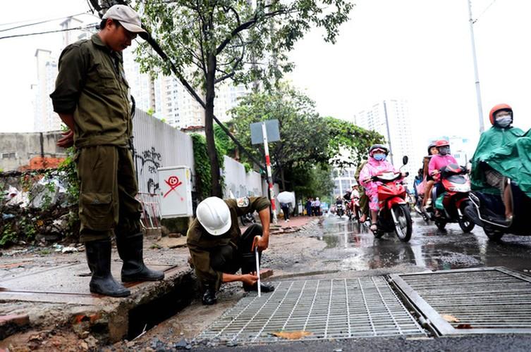Sieu may bom rut sach nuoc duong Nguyen Huu Canh sau 15 phut-Hinh-14