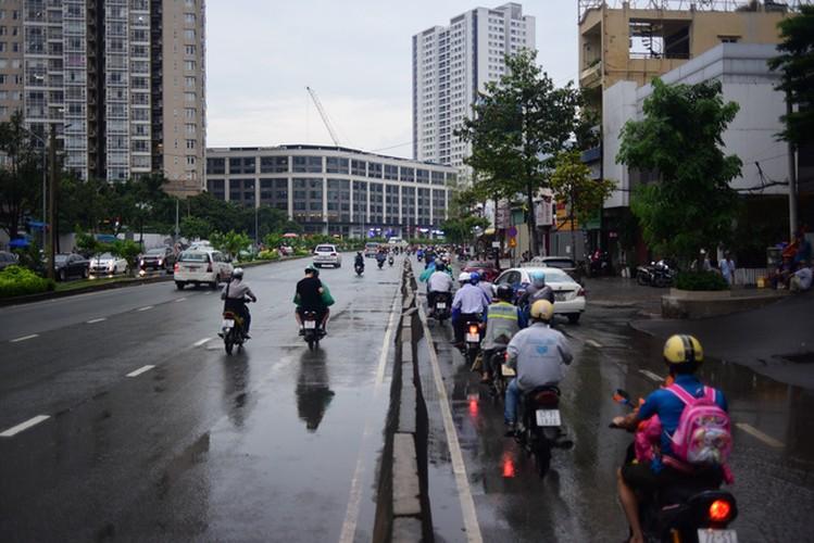 Sieu may bom rut sach nuoc duong Nguyen Huu Canh sau 15 phut-Hinh-15