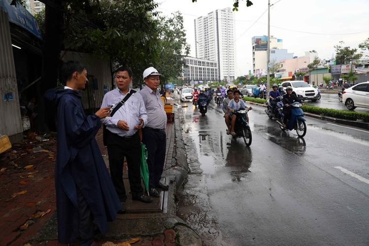 Sieu may bom rut sach nuoc duong Nguyen Huu Canh sau 15 phut-Hinh-17