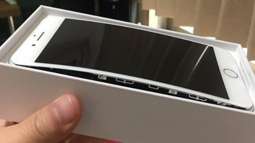 Anh nong iPhone 8 Plus bi tach doi, bung man hinh khi sac-Hinh-8