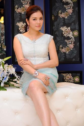 Choang vang thu choi kim cuong xa xi cua my nhan Viet-Hinh-5