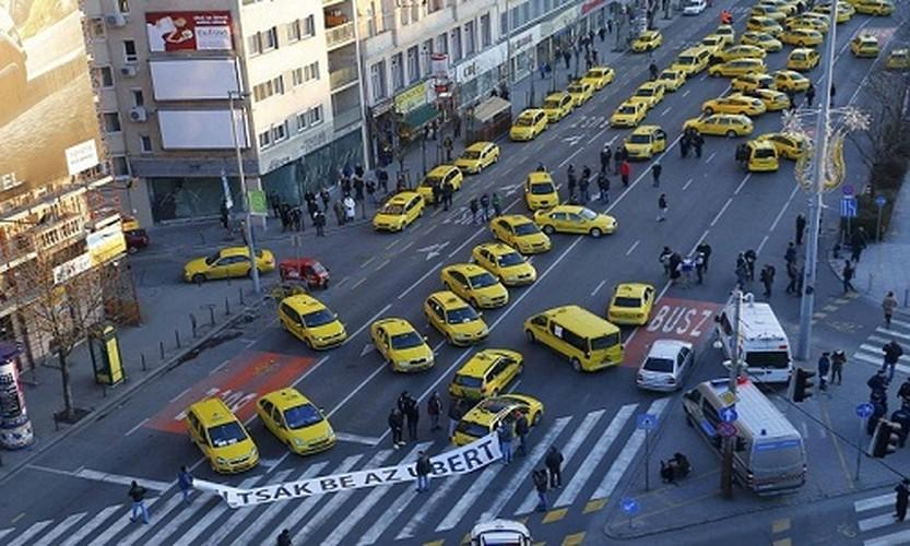 Cac hang taxi the gioi phan doi Uber, Grab bang cach nao?-Hinh-10