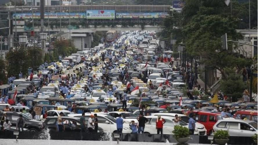 Cac hang taxi the gioi phan doi Uber, Grab bang cach nao?-Hinh-2