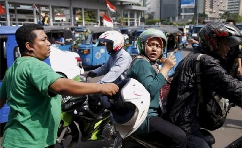 Cac hang taxi the gioi phan doi Uber, Grab bang cach nao?-Hinh-3